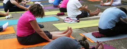 Taller de yoga integral, asanas, respiración y meditación, con Chandramaya